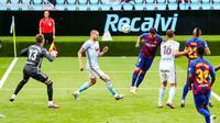 Aksi penyerang Barcelona, Luis Suarez saat menjebol gawang Celta Vigo. (Twitter/Barcelona)