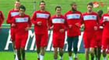 Sejauh ini belum ada kejutan berarti di putaran pertama Piala Dunia 2010. Amerika Serikat bisa mencatatkannya ketika berhadapan dengan salah satu kandidat kuat juara, Inggris, pada partai perdana Grup C.