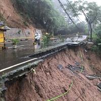 Kondisi longsor yang terjadi di kawasan Puncak Bogor, Jawa Barat (6/2). Sejauh ini polisi masih melakukan pencarian terhadap korban yang berada di Riung Gunung. (Liputan6.com/Pool/Polres Bogor)