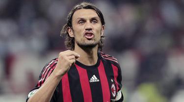 Kabar buruk kembali menimpa Serie A Italia. Legenda sekaligus petinggi AC Milan, Paolo Maldini, positif terpapar virus corona. (AP/Emilio Andreoli)