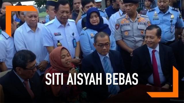 Siti Aisyah tidak bisa menyembunyikan kebahagiaannya setelah dibebaskan dari dakwaan pembunuhan Kim Jong-nam. Terima kasih diucapkannya kepada sejumlah pihak, termasuk pada Presiden Joko Widodo.