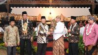 Wakil Ketua MPR Hidayat Nur Wahid di acara Pagelaran Wayang Kulit dalam rangka Sosialisasi Empat Pilar MPR di Desa Basin.