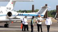 Gubernur Jawa Tengah, Ganjar Pranowo, Menteri Perhubungan Budi Karya Sumadi, Mensesneg Pratikno dan Menteri PUPR Basuki Hadimuljono mendarat di Bandara Ngloram Blora, Sabtu (3/1) pagi.