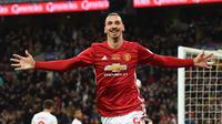 Striker Manchester United,  Zlatan Ibrahimovic, melakukan selebrasi usai mencetak gol ke gawang  Southampton  pada partai final Piala Liga Inggris, di Wembley, Minggu(26/2/2017). (EPA/Andy Rain)