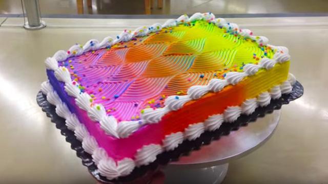 Selain Cantik Kue Ajaib Ini Bisa Berubah Warna Ketika Diputar Lifestyle Liputan6 Com