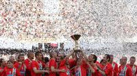 Juventus merayakan gelar juara Serie A 2005-2006. Namun, titel juara tesebut dilucuti akibat skandal Calciopoli. (AFP/GIULIO NAPOLITANO)