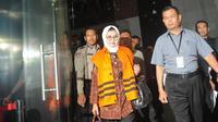 Bupati Subang, Imas Aryumningsih, saat keluar dari Gedung KPK. (Liputan6.com/Herman Zakharia)