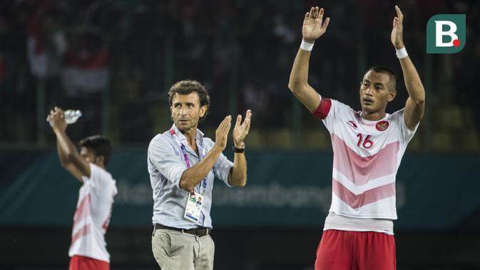 Pelatih Indonesia, Luis Milla, usai pertandingan melawan Laos pada laga Asian Games di Stadion Patriot, Jawa Barat, Jumat (17/8/2018). Indonesia menang 3-0 atas Laos. (Bola.com/Vitalis Yogi Trisna)
