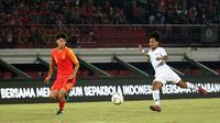 Duel Timnas Indonesia U-19 vs Timnas China U-19 di Stadion I Wayan Dipta, Gianyar, Minggu (20/10/2019). (Bola.com/Aditya Wany)