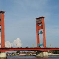 Jembatan Ampera.