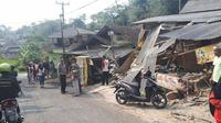 Truk Aspal Seruduk 4 Kendaraan di Bogor, Seorang Pelajar Tewas. (Liputan6.com/Achmad Sudarno)