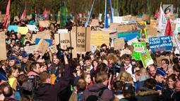 Pelajar Belgia saat menggelar unjuk rasa masalah perubahan iklim di kantor Uni Eropa, Brussels, Belgia, Kamis (21/2). Aksi ini sudah berlangsung selama dua bulan. (Liputan6.com/HO/Arie Asona)