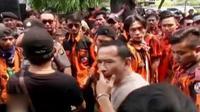 Kelompok ormas di Bogor tak terima dengan ulah penagih hutang yang merampas mobil salah seorang anggota mereka di tengah jalan.