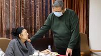 dan Susilo Bambang Yudhoyono (SBY) saat menemani Ani Yudhoyono menjalani perawatan di rumah sakit di Singapura (Dok.Instagram/@aniyudhoyono/https://www.instagram.com/p/Bu27eMWBdyU/Komarudin)