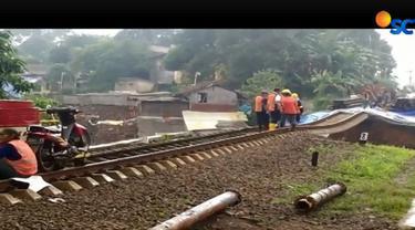Hari keempat pasca-longsor, PT KAI akan membangun jembatan darurat untuk mempercepat operasional kereta.