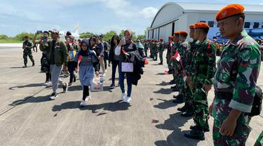 WNI yang telah menjalani observasi di Natuna, Kepulauan Riau jelang dipulangkan ke kampung halaman masing-masing, Sabtu (15/2/2020).