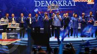 Usai menyampaikan pidato politiknya SBY juga menyempatkan bernyanyi bersama para petinggi Partai Demokrat yang hadir (Liputan6.com/Helmi Fithriansyah)