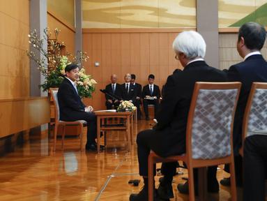 Kaisar Jepang Naruhito saat konferensi pers jelang ulang tahunnya yang ke-60 pada hari Minggu, 23 Februari 2020 di Tokyo (21/2/2020). Perayaan ulang tahun Kaisar Naruhito yang pertama kali digelar untuk publik terpaksa dibatalkan karena khawatir penyebaran COVID -19. (AP Photo/Rodrigo Reyes Marin)