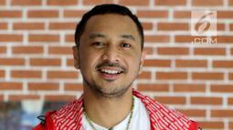 Giring Ganesha Djumaryo saat foto serta wawancara dengan Liputan6.com dan Merdeka.com, Jakarta, Kamis (19/4). Meledaknya album pertama Nidji sukses mengantar Giring dan kawan-kawan menjadi salah satu band papan atas Indonesia. (Liputan6.com/Johan Tallo)