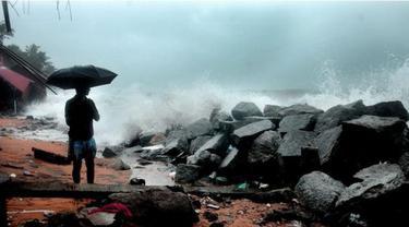 Sambaran petir kerap terjadi saat hujan di India. (BS Prasannan)