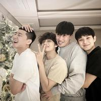 Park Seo Joon, V BTS, rapper Peakboy, dan Choi Woo Shik merayakan Natal bersama. (Instagram/bn_sj2013)