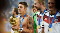 Pemain kelahiran 15 Oktober 1988 itu telah mempersembahkan trofi juara Piala Dunia 2014 untuk Jerman. (AFP/Patrik Stollarz)