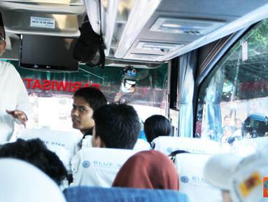 Citizen6, Jakarta: Sebanyak 14 bus diberangkat ke Jawa Tengah dan 4 bus tujuan Jawa Timur. Lokasi keberangkatan lainnya berada di PLN Distribusi Jakarta dan Tangerang. (Pengirim: Agus Trimukti)