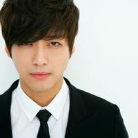 Sejak pertama kali muncul, Namgoong Min memang menarik perhatian banyak pihak. Siapa yang sangka jika ia hampir berumur 40 tahun. (foto: kdramalove.com)