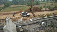 Penampakan mobil yang terlibat kecelakaan beruntun di Tol Cipularang. (Liputan6.com/ Abramena)
