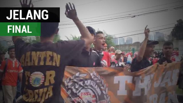 Berita video laporan vlog Bola.com suasana jelang final Piala Presiden 2018, Persija Jakarta vs Bali United, di Stadion Utama Gelora Bung Karno, Sabtu (17/2/2018).