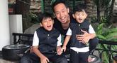 Denny Cagur awalnya memiliki seorang anak laki-laki tahun 2006, kemudian dirinya memutuskan untuk mengadopsi anak laki-laki pada tahun 2016. Anak adopsi Denny bernama Fadlikal Muhammad Arsha. (Liputan6.com/IG/@dennycagur)