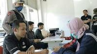 Penukaran uang di Terminal Purabaya, Surabaya (Foto: Dinas Perhubungan Pemkot Surabaya)