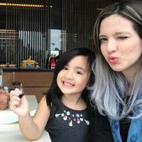 Nia Ramadhani dan Ardi Bakrie dan putrinya Mikhayla Zalindra Bakrie (Instagram/@ramadhaniabakrie)