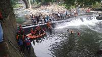Bocah 12 Tahun Hanyut di Aliran Sungai Ciliwung, Bogor (Liputan6.com/Achmad Sudarno)
