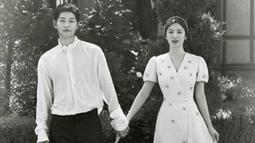 Sebagian besar orang penasaran dengan kisah cinta dari Song Joong Ki dan Song Hye Kyo. Dispatch mengabarkan jika pasangan ini tidak melewati proses pacaran. (Foto: allkpop.com)