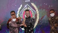 Wakil Gubernur Sumatera Utara (Sumut), Musa Rajekshah atau akrab disapa Ijeck menerima Golden Award SIWO PWI Pusat 2020