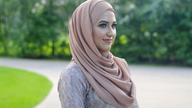 Hijab bahan katun bisa membuat kepala lebih adem dan nyaman meski cuaca terik/copyright Amazon.com