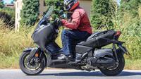 Yamaha XMax 250 dan 400 baru terpantau sedang melakukan uji jalan di Milan, Italia. Ini adalah `adik` Yamaha NMax yang populer di Indonesia (Foto: motorcyclenews.com)