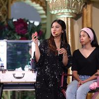 Menurut Tyna Kanna Mirdad, fun dan edukatif adalah kunci kesuksesan event makeup. (Sumber foto: Daniel Kampua/Bintang.com)
