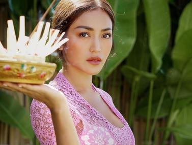 FOTO: Pesona Jessica Iskandar Pakai Baju Adat Bali, Bikin Jatuh Hati
