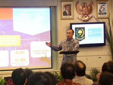 Dirjen Dukcapil Kemendagri, Zudan ArifFakrulloh memberikan sambutan saat Sosialisasi Pemanfaatan Nomor Induk Kependudukan, Data Kependudukan, dan E KTP melalui Uji Coba Dompet digital DANA di SCTV Tower Jakarta, Jumat (13/7). (Liputan6.com/Angga Yuniar)