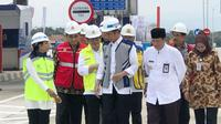 Presiden Joko Widodo (Jokowi) meresmikan jalan tol Pejagan-Pemalang seksi III dan IV di Tegal, Jawa Tengah, Jumat (9/11/2018).