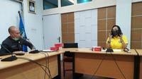 Ketua Umum FORKI Surabaya Ersyael Krisnawati bertemu dengan Kepala Dinas Pendidikan Jatim Wahid Wahyudi pada Senin, 22 Juni 2020 (Foto: Liputan6.com/Dian Kurniawan)