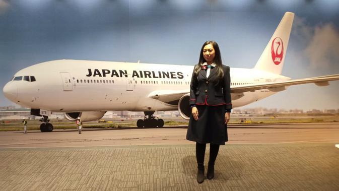 Pengunjung JAL Sky Museum bisa mencoba seragam pramugari dan pilot. (Liputan6.com/ Mevi Linawati)