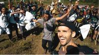 Aksi Membersihkan Sampah di Gunung Rinjani. foto: Yiutube 'Benjamin Ortega'