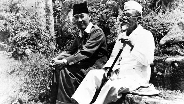 Pancasila adalah pandangan hidup bangsa dan dasar negara Republik Indonesia. Pancasila juga merupakan sumber kejiwaan masyarakat dan negara Republik Indonesia.