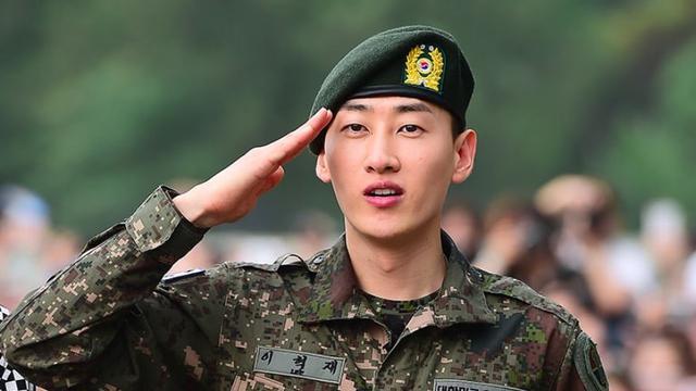 Disambut 500 Penggemar Usai Wamil Eunhyuk Super Junior Menangis Showbiz Liputan6 Com