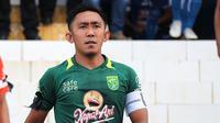 Pemain Persebaya sekaligus kapten di Liga 1 2018, Rendi Irwan. (Bola.com/Aditya Wany)