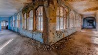 Fotografer ini menangkap suasana kota hantu ke dalam potongan foto yang mencekam. Foto: Instagram