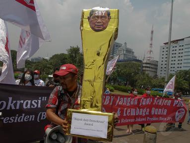 Barisan Relawan Jokowi Presiden 2014 (Bara JP) menggelar aksi damai di depan Istana Negara, Jakarta, (30/9/14). (Liputan6.com/Faizal Fanani)